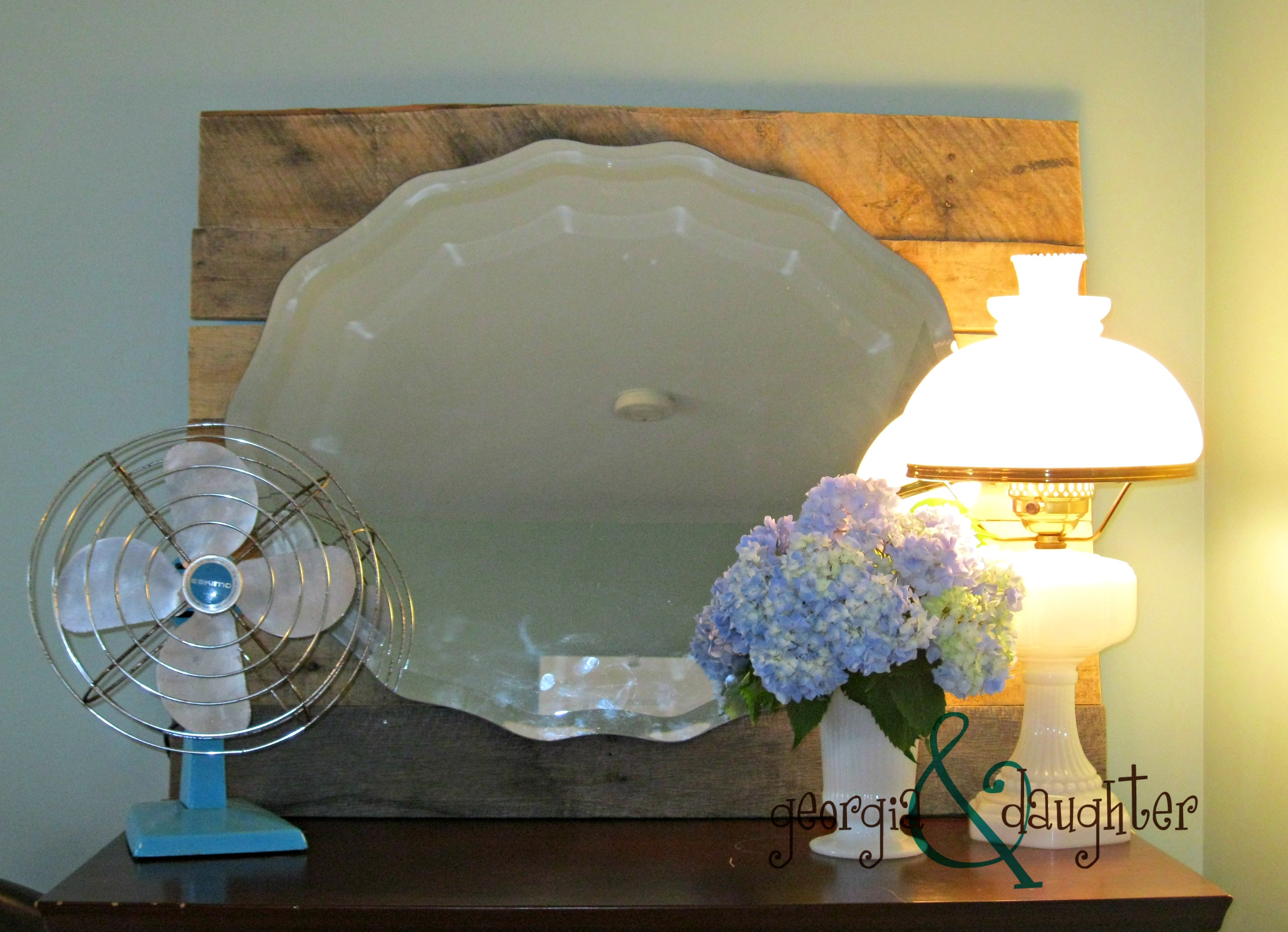 DIY: Pallet Mirror | georgia & daughter
