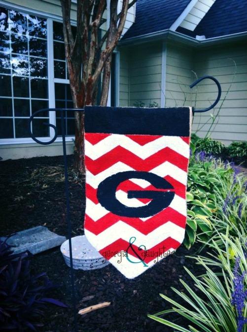 georgia & daughter: DIY Burlap Flags