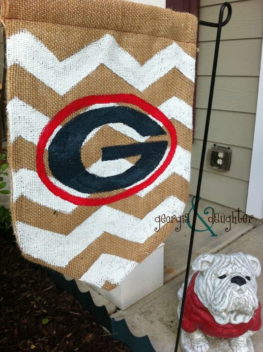 georgia & daughter: DIY Burlap Flag UGA