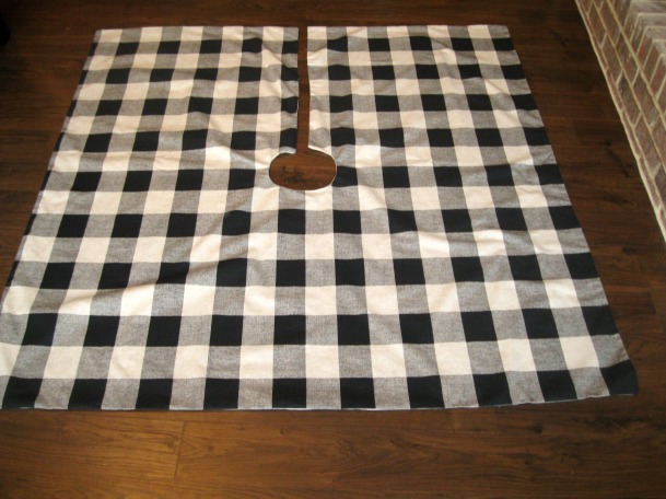 georgia & daughter: Buffalo Check Tree Skirt